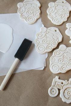 Easy and Cheap Salt Dough Ornament Ideas for Holiday Moments 43 Centerpiece Christmas, Diy Christmas Ornaments, Homemade Christmas, Christmas Decorations, Tree Decorations, Salt Dough Crafts, Salt Dough Ornaments, Ornaments Recipe, Clay Ornaments