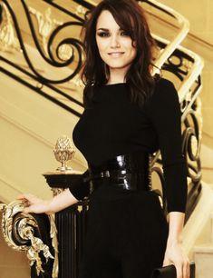 Samantha Barks: tight black dress + snakeskin belt.