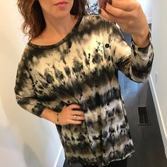"""Everyone's favorite """"flutter"""" tunic is back in a new color way! ($44)  Gotta  FREE SHIPPING! Call 440.893.9279 or email sales@sanitystyle.com to order or shop instore!  #sanitystyle #sanitychagrinfalls #shoplocal #chagrinfalls #shopchagrinfalls #boutique #freeshipping #cleveland #clevelandfashion #clevelandstyle #style #shop #cle #thisiscle #love #selloninsta #instasale #fashionpost #beautiful #picoftheday #shopping #shopaholic #fall #fallfashion  #retailtherapy"""