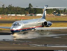 AeroMéxico McDonnell Douglas MD-87 N754RA gives the wheels a wash at Mexico City-Benito Juárez International, April 2007. (Photo: Spotter Mexico)