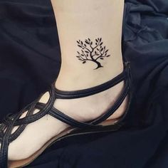 ayak bileği ağaç dövmesi ankle tree tattoo