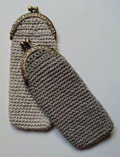 glass cozy or purse by Re-Enganchada Clutch En Crochet, Crochet Coin Purse, Macrame Purse, Crochet Pouch, Crochet Cross, Crochet Purses, Love Crochet, Bead Crochet, Crochet Gifts