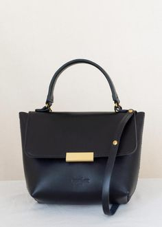 Black Gold, Black Leather, Women's Handbags, Gold Material, Oslo, Hermes Kelly, Gold Hardware, Hand Stitching, Hermes Kelly Bag