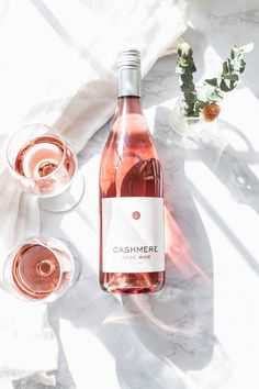 From a casual afternoon on a blanket, to a full spread with all your friends in a park, here are the perfect picnic wines for each situation. Wine Photography, Wine Reviews, In Vino Veritas, Coffee Art, Home Brewing, Wine Tasting, Liquor, Brunch, Wine Chart