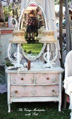 Tge Shabby Chateau vanity, lamps, vintage lamp shades #vintagemarketplaceshow