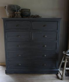 Love the color and dresser Chalk Paint Furniture, Home Decor Furniture, Furniture Inspiration, Interior Design Inspiration, Indoor Outdoor Furniture, Kitchen Cupboards, Cabinets, Rustic Interiors, Minimalist Living