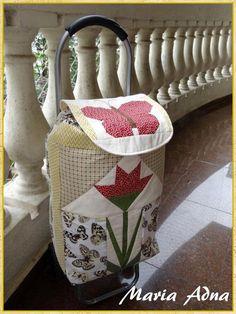 Carrinho para transporte com trabalho de patchwork A flor e a borboleta