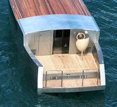 http://www.dailyicon.net/2008/10/philippe-starck-designs-giga-yachts-a/