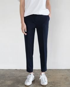 Chic Style - tapered trousers, white trainers & t-shirt