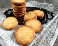 Bedste opskrift på skønne marcipansmåkager med vanille. En nem og lækker lille småkage, som passer perfekt til en kop kaffe. Også en oplagt julesmåkage.
