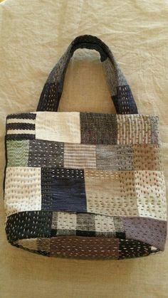 How to Make a Hobo Bag-Sewing Method - Sashiko stitching.Patchworked fabric bag with Sashiko stitching. Crazy Patchwork, Patchwork Fabric, Patchwork Bags, Quilted Bag, Patchwork Designs, Shashiko Embroidery, Boro Stitching, Japanese Embroidery, Embroidery Art