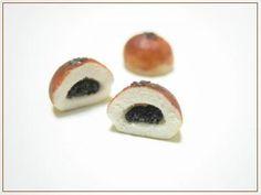 あんぱん (Sweet bean paste bun)