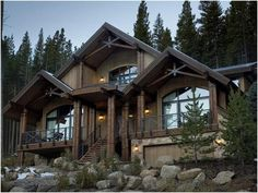 This was the 2007 HGTV Dream Home... my favorite.  Love all the wood!