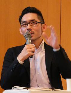 メディアとジャーナリズムの現状と未来を考える「デジタルジャーナリズム・フォーラム2016」(同フォーラム実行委主催)が11、12の両日、東京都内で開かれた。東洋経済新報社のサイト「東洋経済オンライン」の編集長から経済に特化したネットメディア「ニューズピックス」の編集長に移籍した佐々木紀彦氏(36)と、朝日新聞記者からニュースサイト「バズフィード」日本版の創刊編集長となった古田大輔氏(38)の2人が登壇した討論会が注目を集めた。ウェブやスマートフォンが読者との大きな接点となるデジタル時代、ニュースやジャーナリストのあり方は、変わるのか、それとも変わらないのか。2人の「答え」は?