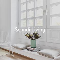 In Skandinavien liebt man es gemütlich. Natürliche Materialien und dezente Farben machen aus jedem Zuhause einen Ort, an dem man sich wohlfühlt. Wer seine Räume im nordischen Stil einrichten will, übt sich in Geradlinigkeit: Holztische betonen die Naturverbundenheit der Skandinavier, Weiß oder Schwarz legen reduzierte Linien an den Tag und Teppiche aus Jute oder Wolle vermitteln Wärme. Entryway Bench, Furniture, Home Decor, Nordic Style, Rugs, Wool, Ad Home, Colors, Black