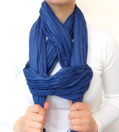 Unique way of tying a scarf