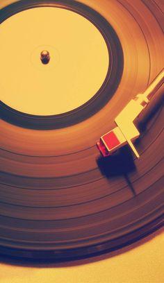 Vinyl Music, Vinyl Art, Vinyl Records, Cool Wallpaper, Wallpaper Backgrounds, Iphone Wallpaper, Colorful Wallpaper, Music Aesthetic, Retro Aesthetic
