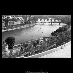 Pohled k Národnímu divadlu (259-4) • Praha, září 1959 • | černobílá fotografie, Praha, panorama, Vltava, mosty, z letenské pláně |•|black and white photograph, Prague|