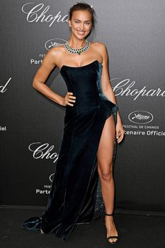 Alessandra Ambrosio Brings the Glamour in a Beautiful Beaded Gown - and More Must-See Photos from Cannes! Top Models, Irina Shayk Style, Haute Couture Gowns, Prom Looks, Inspirational Celebrities, Beaded Gown, Fashion Tips For Women, Men Fashion, Cannes Film Festival