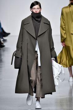 Eudon Choi Autumn/Winter 2017 Ready to Wear Collection - May 18 2019 at Fashion Week, Fashion 2017, Look Fashion, Runway Fashion, Korean Fashion, Spring Fashion, Winter Fashion, Fashion Design, Fashion Trends