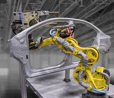 @FANUCAmerica @Yaskawa_Motoman 7-Axis robots allow manufacturers to use more robots in tighter spaces