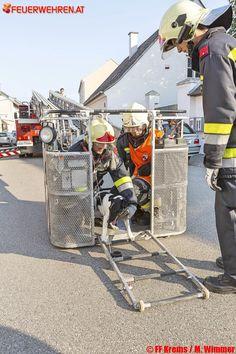 Freiwillige #Feuerwehr Krems: #Hund von Dach gerettet #dog #dogs #rescue