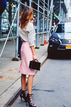 DAILY INSPIRATION: PENCIL SKIRT IN PALE PINK AND POLKA DOT SHIRT