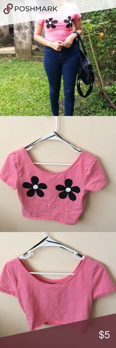 Pink Flower Crop Top Size Medium and true to size! Purchased from H&M. There is light piling, but I think the fabric naturally does that. Feel free to ask questions, make offers, and bundle!! H&M Tops Crop Tops