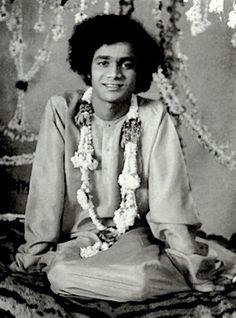 Sathya Sai Baba was Disciple of Nainital Mahavatar Babaji Sathya Sai Baba, Mahavatar Babaji, Childhood Images, Sai Baba Quotes, Sai Baba Pictures, Lord Murugan, Spiritual Images, Om Sai Ram, Gods And Goddesses