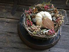 Weißer Kürbis im Herbst - Tischkranz  von FRIJDA im Garten - Aus einer Idee wurde Leidenschaft auf DaWanda.com
