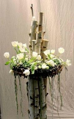 Arrangement with tulips and birches - Floral Garden Ideas Art Floral, Deco Floral, Ikebana, Flower Decorations, Wedding Decorations, Spring Decoration, Fleur Design, Deco Nature, Fresh Flowers