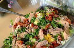 Sałatka z tuńczykiem i suszonymi pomidorami Good Food, Yummy Food, Fish Salad, Cooking Recipes, Healthy Recipes, Drink Recipes, Healthy Food, Dried Tomatoes, Avocado