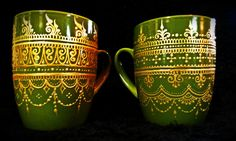 Grassy-green hand-painted mehndi henna mugs. Hand Painted Mugs, Painted Cups, Dot Painting, Ceramic Painting, Green Mugs, Paint Your Own Pottery, Painted Wine Glasses, Plate Crafts, Bottle Vase