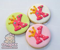 I love these initial cookies with princess crown by Chapix cookies!!