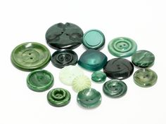mix of 16 green vintage buttons