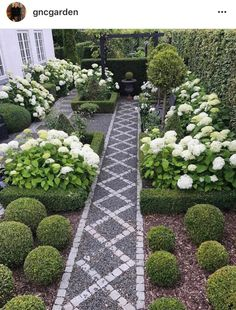 A front garden can be said as a magical garden as this is the path which guests take before they approach you. You can use your front garden to your Diy Garden, Dream Garden, Garden Paths, Garden Projects, Garden Shrubs, Boxwood Garden, Most Beautiful Gardens, Amazing Gardens, Formal Gardens