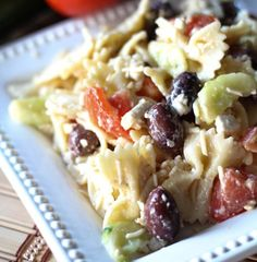 Greek Pasta Salad Recipe ♥ Really good!  I didn't have feta cheese so I substituted in mozz, added sundried tomatoes, and chopped the kalamata olives instead of leaving them whole