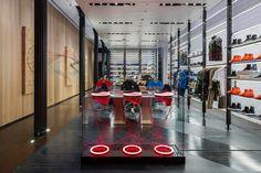 Внутренний дизайн магазина спортивной одежды NikeLab