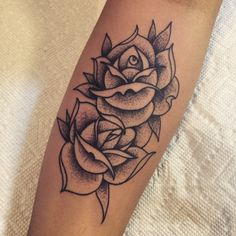 Another beautiful set of roses that @romeolacoste created  follow this talented man for the best most beautiful tattoos!! @romeolacoste