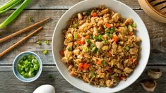 Gebratener Reis mit Putenbrust, Ei und Gemüse Just the thing for fans of Asian cuisine: fried rice with turkey breast and vegetables. Benihana Fried Rice, Shrimp Fried Rice, Cauliflower Fried Rice, Crispy Chicken, Fried Chicken, Teriyaki Chicken, Tofu, 10 Minute Meals, Rice Recipes For Dinner