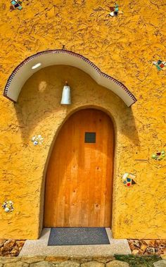 The front door may be an ideal means to reveal the attractiveness of a house. As such it's necessary to have an ideal door design that appeals to guests. Although a traditional front door will serv… Cool Doors, Unique Doors, The Doors, Windows And Doors, Entrance Doors, Doorway, Architecture Design, Porte Cochere, Door Gate