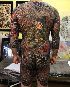 Japanese back tattoo by @swallowhiro.  #japaneseink #japanesetattoo #irezumi #tebori #colortattoo #colorfultattoo #cooltattoo #largetattoo #armtattoo #backtattoo #legtattoo #tattoosleeve #samuraitattoo #dragontattoo #mapleleaftattoo #scripttattoo #blackwork #blackink #blacktattoo #wavetattoo #naturetattoo