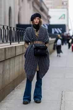 Street Style Day 1 New York Fashion Week Womens Fall Winter 2016 Stock Pictures, Royalty-free Photos & Images Fashion Week, Love Fashion, Runway Fashion, Winter Fashion, Fashion Show, Fashion Outfits, Autumn Street Style, Street Style Women, Winter Stil
