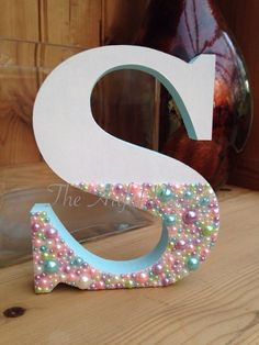 Wooden Letter Crafts, Painting Wooden Letters, Diy Letters, Wood Letters Decorated, Decorate Wooden Letters, Diy Arts And Crafts, Fun Crafts, Diy For Kids, Crafts For Kids