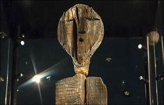 Estátua de madeira achada na Rússia é duas vezes mais antiga que as pirâmides do Egito