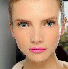 Love this neon pink #lip!