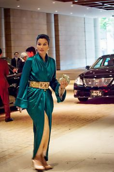 Queen M has arrived! I just got this amazing (exclusive) photo of Sheikha Mozah thanks to @enabqtr, I'd Died and gone to Sheikha Mozah Heaven. She was arriving at the Tokyo Imperial Palace to have tea with Emperor Akihito and Empress Michiko of Japan in April 2014. She was wearing green silk Asian-inspired couture dress from Ulyana Sergeenko Spring 2014 Couture collection. I am blown away by the humongous gold belt, it is freaking stunning. Obviously, the whole ensemble was inspired by…