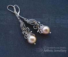 wire wrap silver earrings with kasumi-like pearl por AngelkArt Ear Jewelry, Jewelry Art, Jewelry Gifts, Jewelery, Jewelry Design, Jewelry Making, Wire Wrapped Earrings, Wire Earrings, Silver Earrings