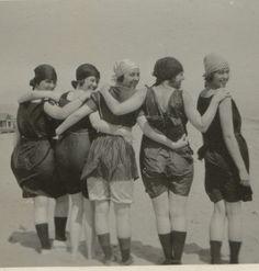 1920s photo of friends on Alki Beach, Seattle Wa