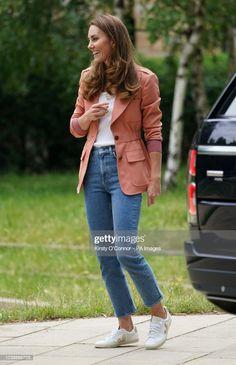 Kate Middleton Jeans, Estilo Kate Middleton, Kate Middleton Style, Duchess Kate, Duke And Duchess, Duchess Of Cambridge, Jean Outfits, Boy Outfits, White Vest Top